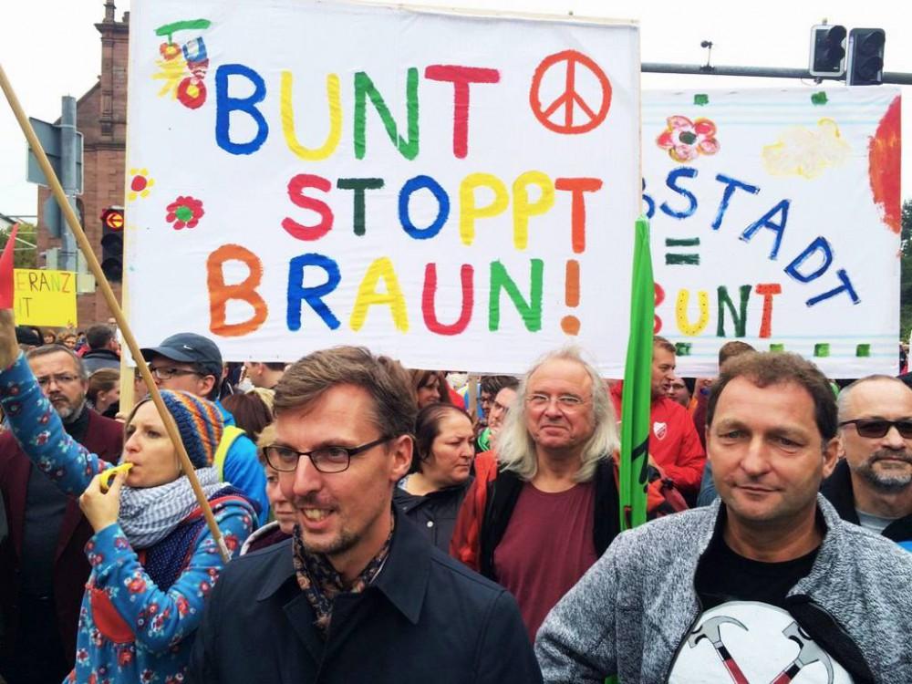 flchtlinge schtzen rassismus chten naziterror bekmpfen - Martina Kmpel Lebenslauf